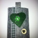 grau mit grünem Herz Preis: 16€