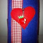 blau mit rotem Herz Preis: 16€