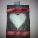 grau mit weißem Herz Preis: 14€