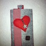 grau mit rotem Herz Preis: 16€